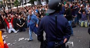 وزير الداخلية الإسباني يعترف بتعنيف المتظاهرين في مدريد