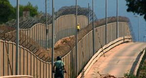 بعد توالي عمليات الاقتحام الجماعي: المغرب يستعد لحفر خندق حول مليلية