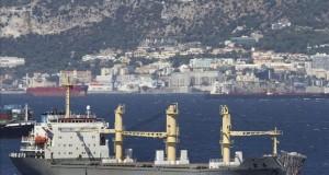 اصطدام سفينتين ضخمتين بخليج الجزيرة الخضراء