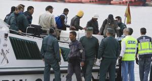 إنقاذ 12 مهاجرا سريا مغاربيا بسواحل الأندلس