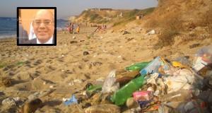 """حميد الشرعي يستحق لقب """"عامل على أقذر الشواطئ في المغرب"""""""