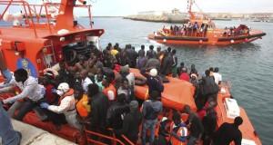 غزوة مضيق جبل طارق: مئات المهاجرين الجدد يقتحمون البحر