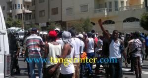 قطع طريق واشتباكات بين أمنيين وأفارقة محتجين على مقتل زميلهم بطنجة (+ صور)