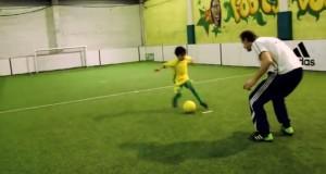 طفل مغربي يتحدى ميسي