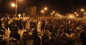 تفجيرات وتحطيم سيارات شرطة وإصابات في أعنف اشتباك بين مغاربة وأفارقة بمجمع العرفان