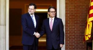 الحكومة الإسبانية تتوعد بمنع تنظيم استفتاء كاتالونيا