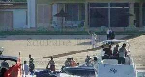 صورة جديدة للملك يحيي المواطنين أمام إقامته الصيفية بالفنيدق