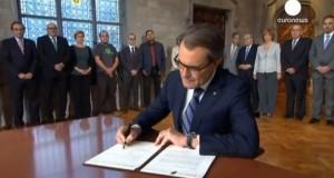 أرتور ماس يوقع مرسوم استفتاء كاتالونيا
