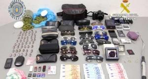 الشرطة الاسبانية توقف مغربيا بتهم ترويج المخدرات وتنفيذ سرقات