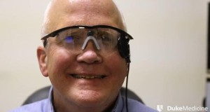 يستعيد بصره بعد 30 سنة من العمى!