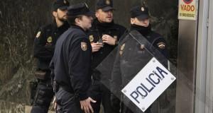 الشرطة الإسبانية توقف مغربيا مطلوبا للانتربول بتهم تهريب المخدرات
