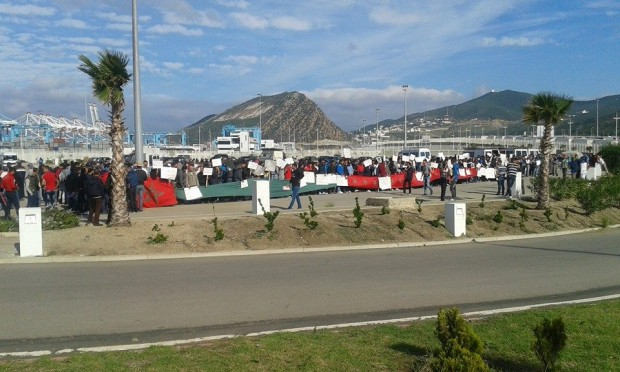 الاحتجاجات أمام الميناء المتوسطي