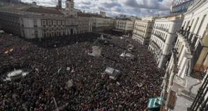 إسبانيا على خطى اليونان.. عشرات الآلاف يتظاهرون ضد التقشف