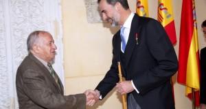 """ملك إسبانيا يسلم الكاتب المدافع عن العرب جائزة """"سيربانتيس"""""""