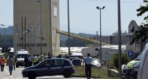 مقتل شخص وجرح آخرين في هجوم على مصنع بفرنسا