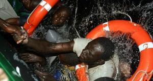 البحرية الملكية تنتشل جثة وتنقذ تسعة مهاجرين أفارقة من الغرق بطنجة