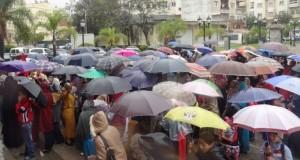 محتجون ضد إلغاء التوقيت المستمر يقتحمون نيابة التعليم ويهددون بالاعتصام