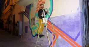 """فنان أمريكي يدعم تجربة زنقة 124 برسمه جدارية بألوان """"جبالة"""""""