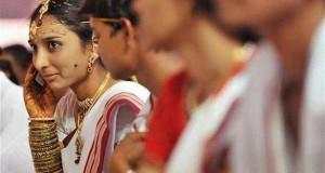 بلدة هندية تمنع الهواتف المحمولة عن الفتيات العازبات