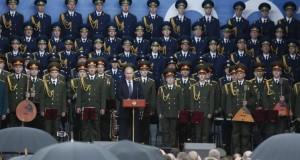 بوتين يعسكر المجتمع ويُدخل روسيا أجواء الحرب