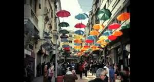 المظلات الملونة في طنجة