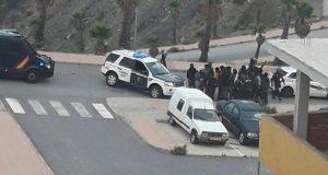 200 مهاجرا إفريقيا نجحوا في دخول مدينة سبتة بعد اجتيازهم السياج الحدودي