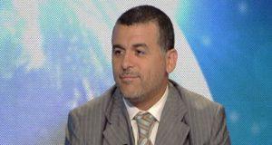 """لماذا يبتسم بوخبزة كثيرا على قناة """"مدي1 تي في""""؟"""