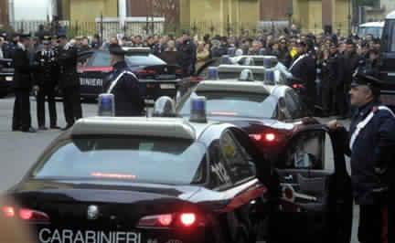 إصابة مهاجر مغربي في تبادل لإطلاق النار بين عصابات المافيا الإيطالية