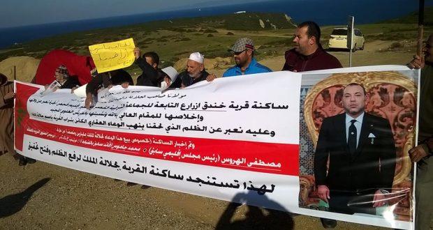 """مطالب لوالي طنجة بالتحقيق في قضية """"الاستيلاء"""" على أراض قروية في طريق القصر الصغير أُقحم فيها اسم الملك"""