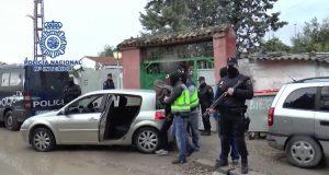 الأمن الإسباني، بتعاون مع السلطات الأمنية المغربية، يفكك شبكة خطيرة في تهريب البشر واستغلال المهاجرات الإفريقيات في الدعارة
