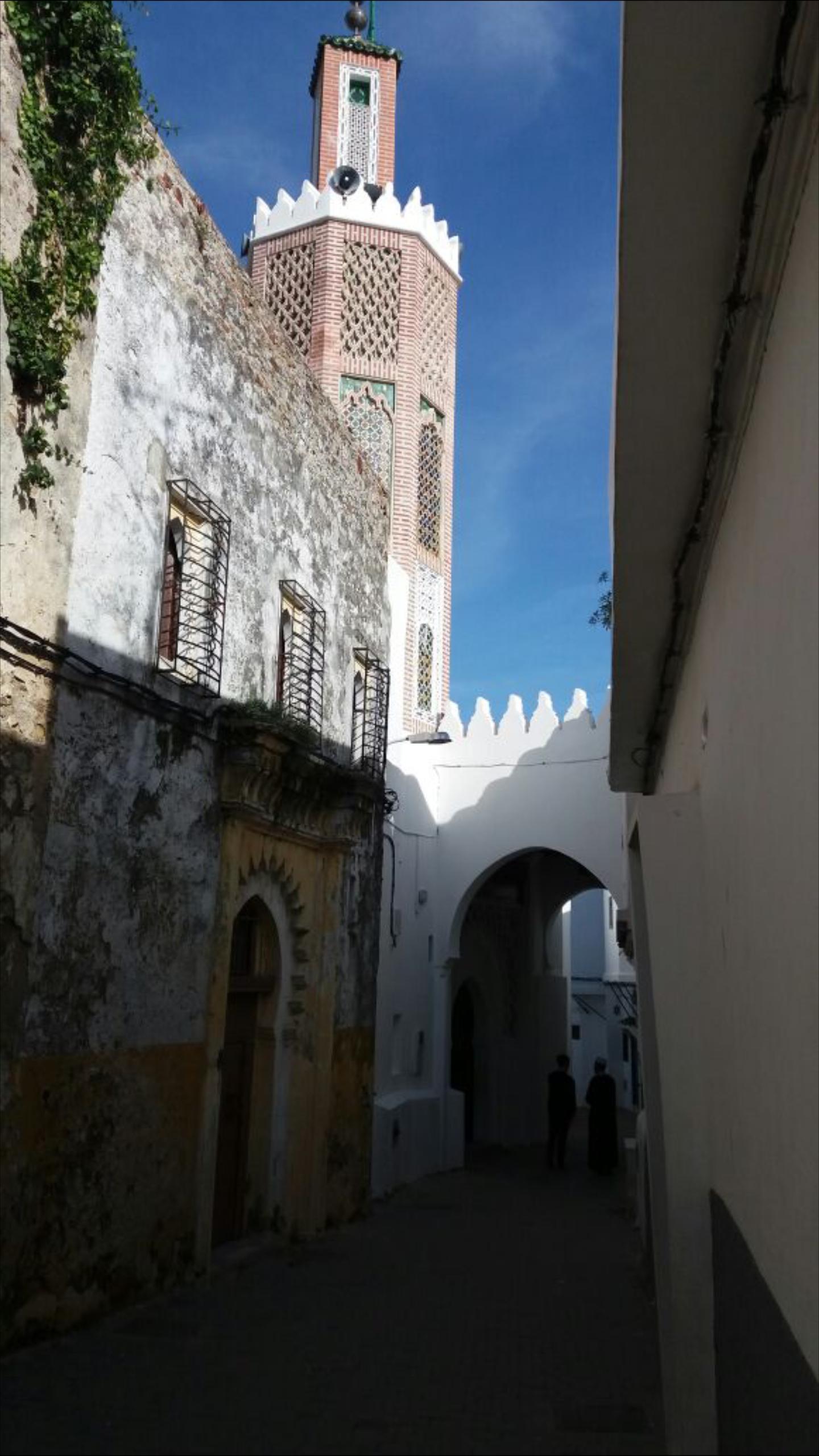 'جامع القصبة' أقدم مسجد بطنجة، بُني مباشرة بعد جلاء الإنجليز منها عام 1674م
