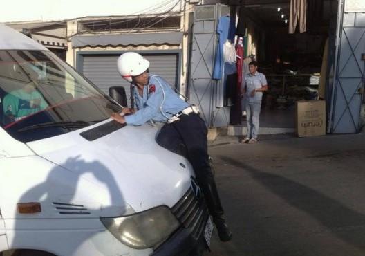 """صورة """"شرطي طنجة"""" تثير الجدل في فرنسا"""