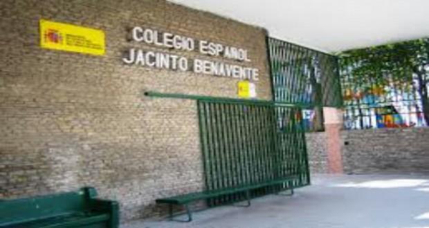 جدل في تطوان حول قضية اتهام حارس المدرسة الإسبانية بالتحرش بأمّ تلميذ، بعد دعم عدد من أولياء الأمور للحارس