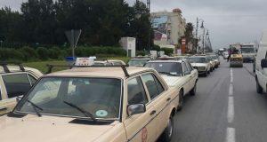 طنجة: سائقو سيارات الأجرة الكبيرة يضربون احتجاجا على عدم احترام سيارات الأجرة الخاصة بالعالم القروي لنظام اشتغالها