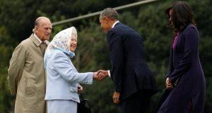 لماذا لا يمنعون ملكة بريطانيا من ارتداء الحجاب؟!