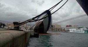 """""""الشرقي"""" يُغرق سفينة في ميناء """"الجزيرة الخضراء"""""""