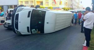 اكزناية، طنجة: حادث سير بين سيارتين لنقل العمال يسفر عن إصابة 19 شخصا بجروح متفاوتة الخطورة