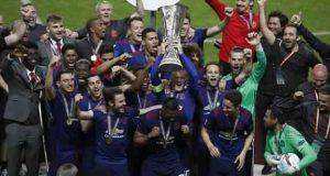 """مانشستر يونايتد يحقق هدفه ويدخل """"التشامبيونز ليغ"""" من باب """"أوروبا ليغ"""""""