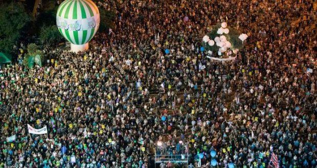 آلاف الإسرائيليين يتظاهرون تأييداً للسلام ومطالبين بتطبيق حل الدولتين