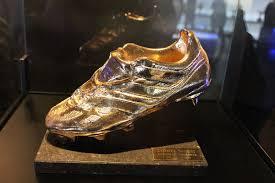 ميسي يفوز بالحذاء الذهبي الأوروبي ويعادل الرقم القياسي لكريستيانو رونالدو