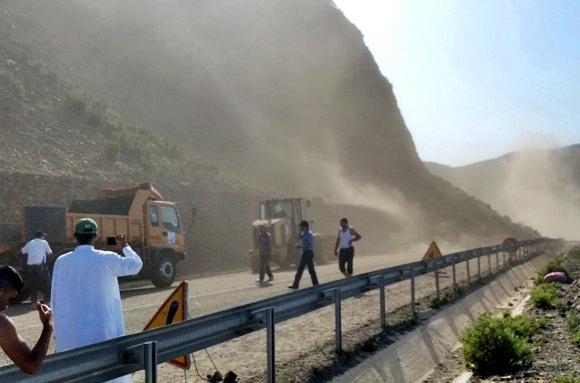 وزارة التجهيز تعلن عن فتح الطريق المتوسطية تطوان – الحسيمة في وجه حركة السير