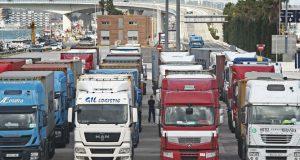 28855 هو العدد القياسي الجديد للشاحنات العابرة بين ميناءي طنجة المتوسط والجزيرة الخضراء سُجِل في شهر ماي الماضي
