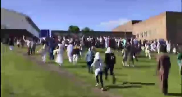 نيوكاستل، إنجلترا: حالة هلع كبرى بين مسلمين كانوا يؤدون صلاة العيد بعد حادث دهس أسفر عن إصابات