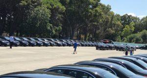 عشرات السيارات الفارهة تربض بطنجة في انتظار ملك قد يأتي.. وقد لا يأتي!