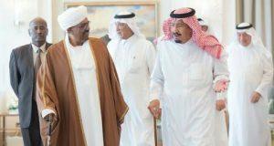 الملك السعودي يستقبل رئيس السودان بطنجة