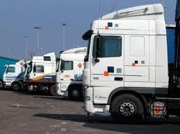 مهنيو النقل الدولي المغاربة على أعصابهم بعد تلكؤ السلطات الإسبانية في تمديد تراخيصهم لولوج التراب الإسباني