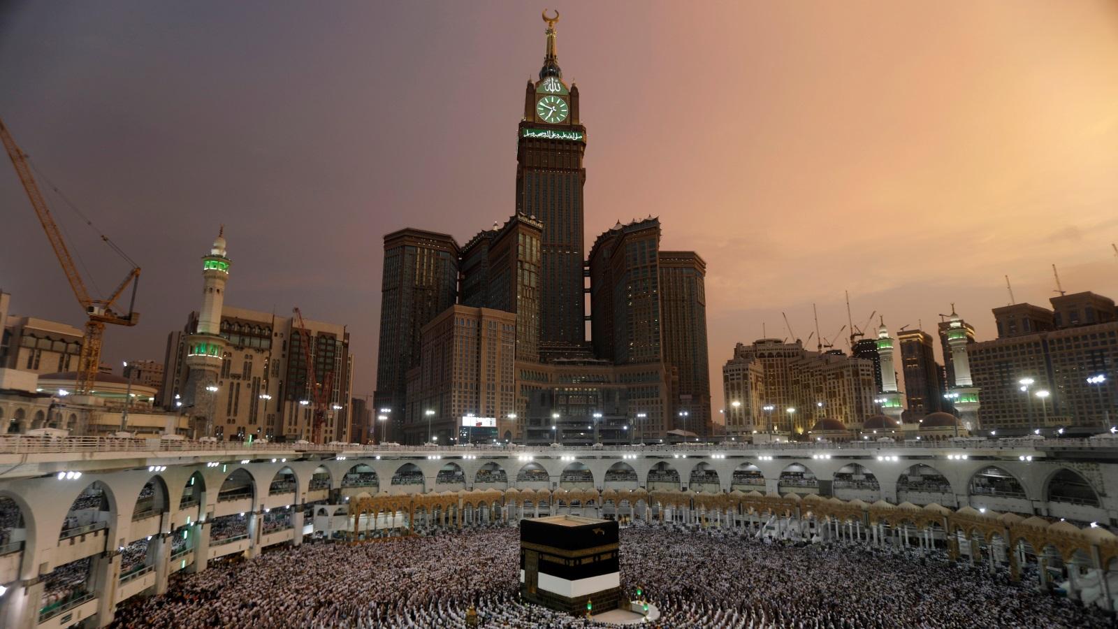 حولت بيت الرسول إلى سوق للماشية.. وأشياء أخرى: السعودية تدمر آثار الإسلام وترمم مآثر ملوكها..!!