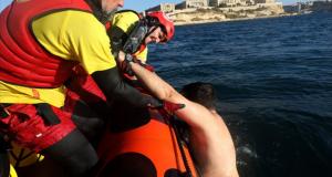 البحرية الإسبانية تنقذ خمسة مهاجرين مغاربة بينهم قاصر من غرق وشيك بساحل طريفة