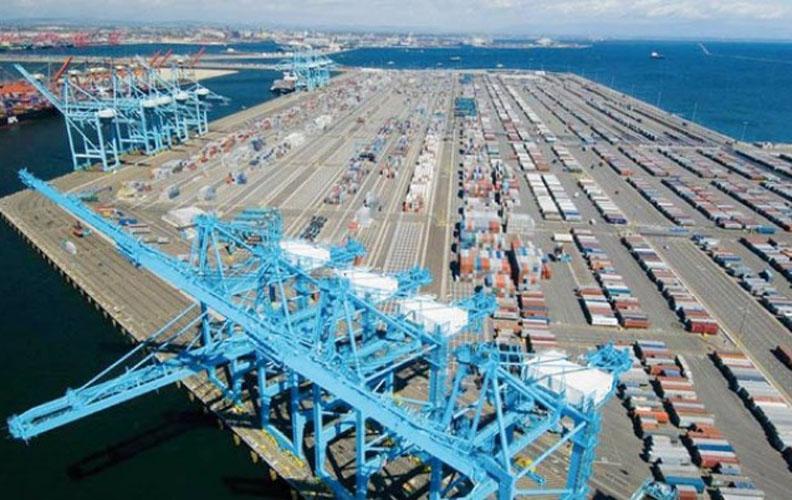 عكس توقعات الخبراء الاقتصاديين، ميناء طنجة المتوسط يسجل ارتفاعا في عدد الحاويات بنسبة 12%