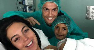"""كريستيانو رونالدو يرزق برابع أولاده وأولهم من أمّ """"معروفة""""!"""